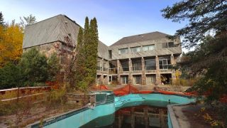 UNTOUCHED ABANDONED $12 MILLION DOLLAR 1970's Mansion FORGOTTEN In The Middle Of Nowhere